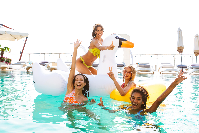 Відпочинок і розваги в басейні