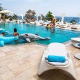 басейн на території готелю