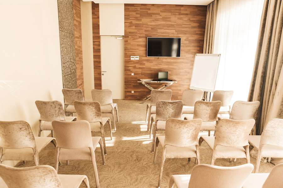 Hold a conference in Panorama De Luxe azimut hotel  ufa-get a discount for accommodation!
